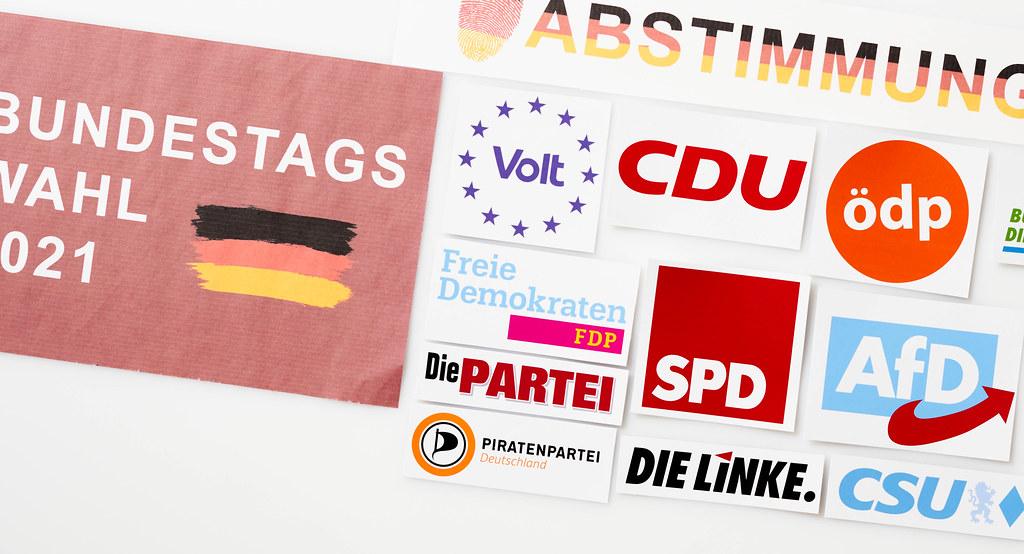 Die Logos der Parteien, die an der Bundestagswahl in Deutschland 2021 teilnehmen werden