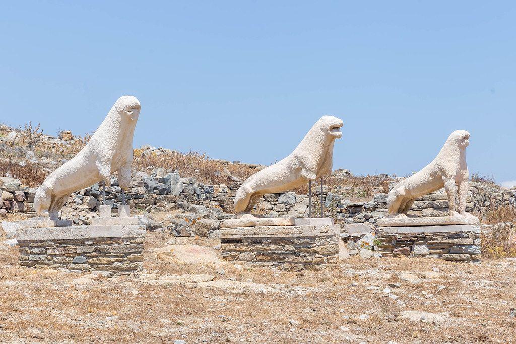 Die Löwen-Terrasse: drei der naxischen Löwen-Skulpturen auf Delos, Griechenland