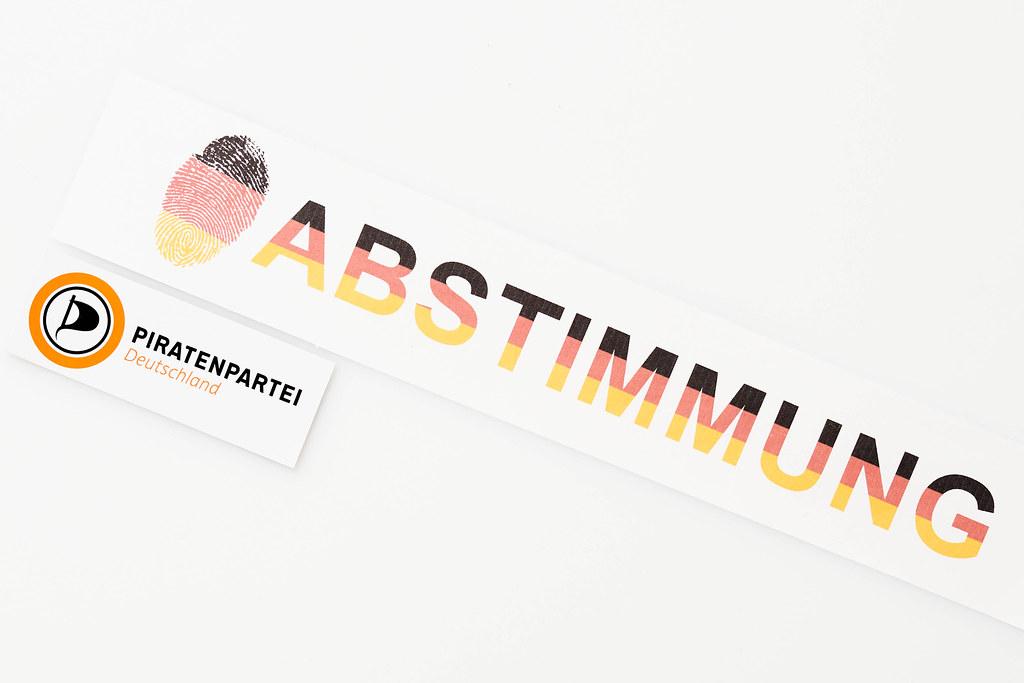 """Die Piratenpartei bei der Bundestagswahl 2021. """"Abstimmung"""" in den Farben der deutschen Flagge"""