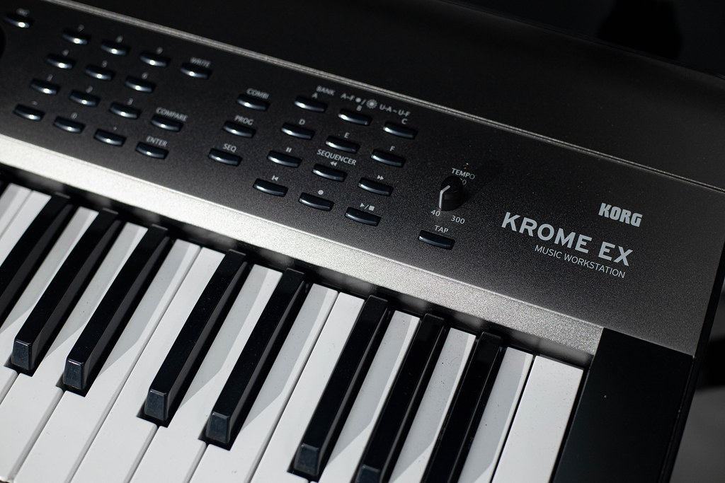 Digital music keyboard Korg Krome EX model
