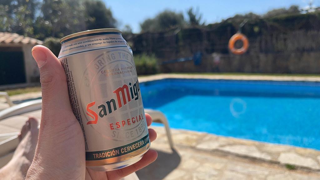 Dose San Miguel am Poool
