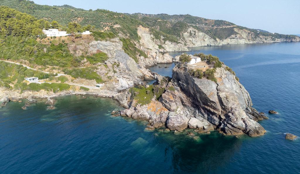 Drehort der Hochzeitsszene von Sophie im Film Mamma Mia!: Agios Ioannis auf Skopelos, Griechenland