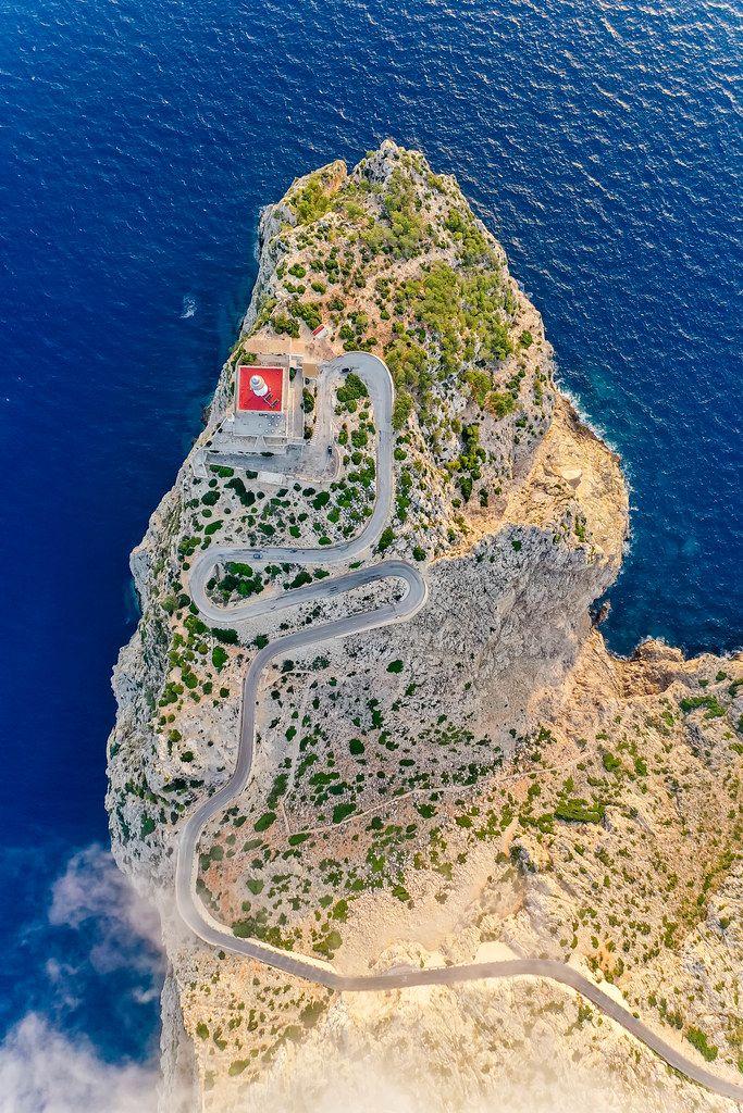 Drohnenaufnahme. Die nördlichste Spitze der Balearen: Cap de Formentor, mit dem Leuchtturm