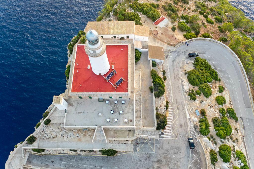 Drohnenaufnahme vom Cap de Formentor Leuchtturm: Sehenswürdigkeit auf Mallorca