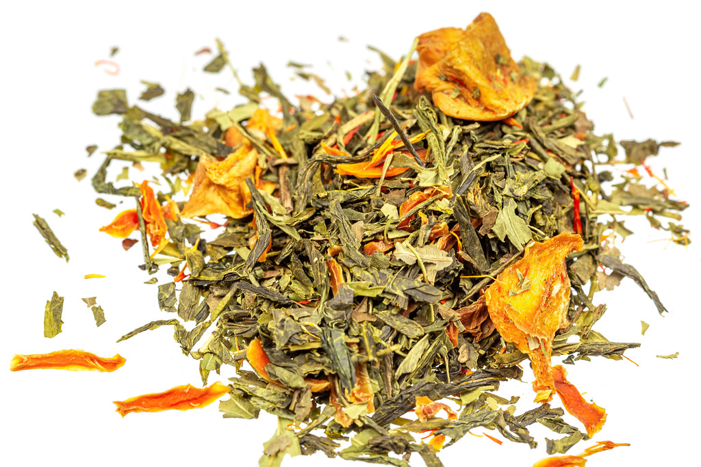 Dry green tea with saffron petals and dried fruits
