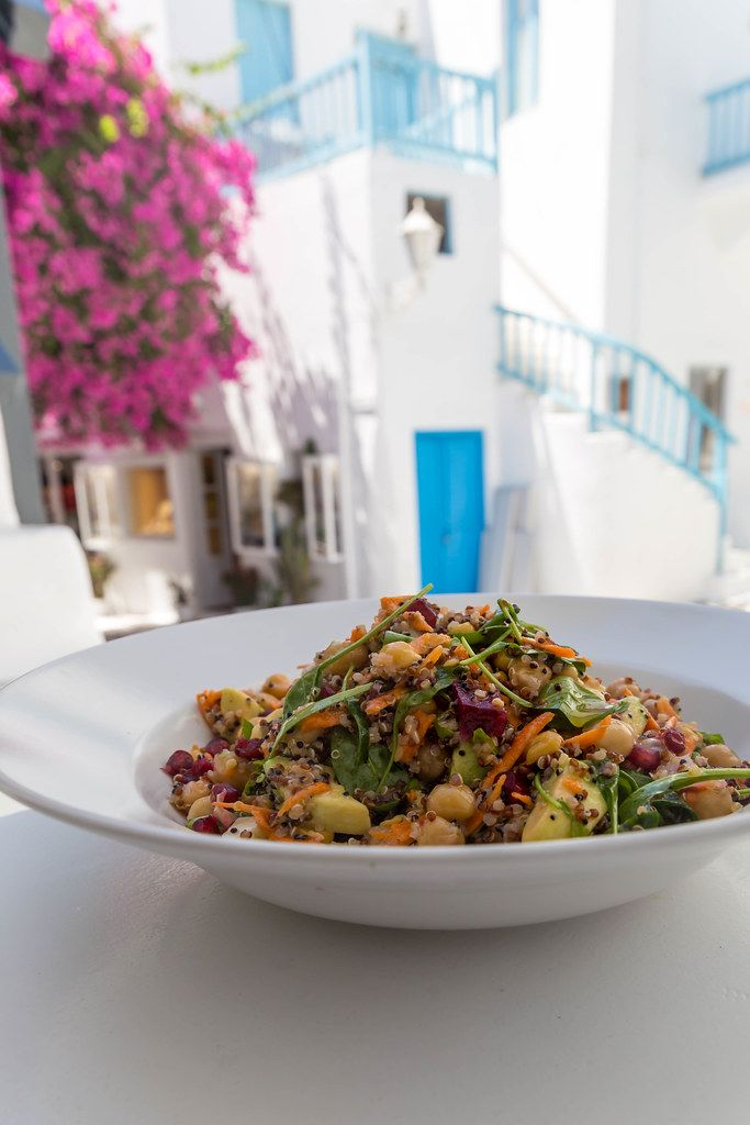Eating vegan in Mykonos: dish with chickpeas, quinoa and veggies at Healthylicious restaurant
