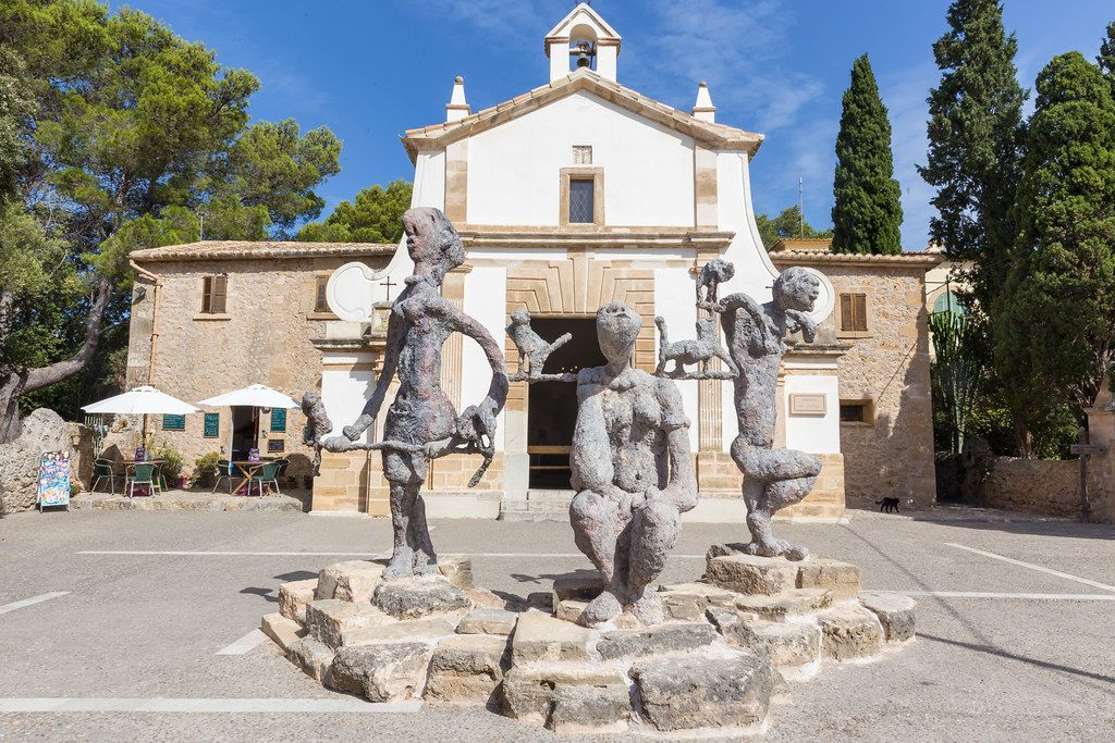 "Eglésia del Calvari, Pollença: sculptures from the ""Raons Humanes"" exhibition by Joan Bennàssar"