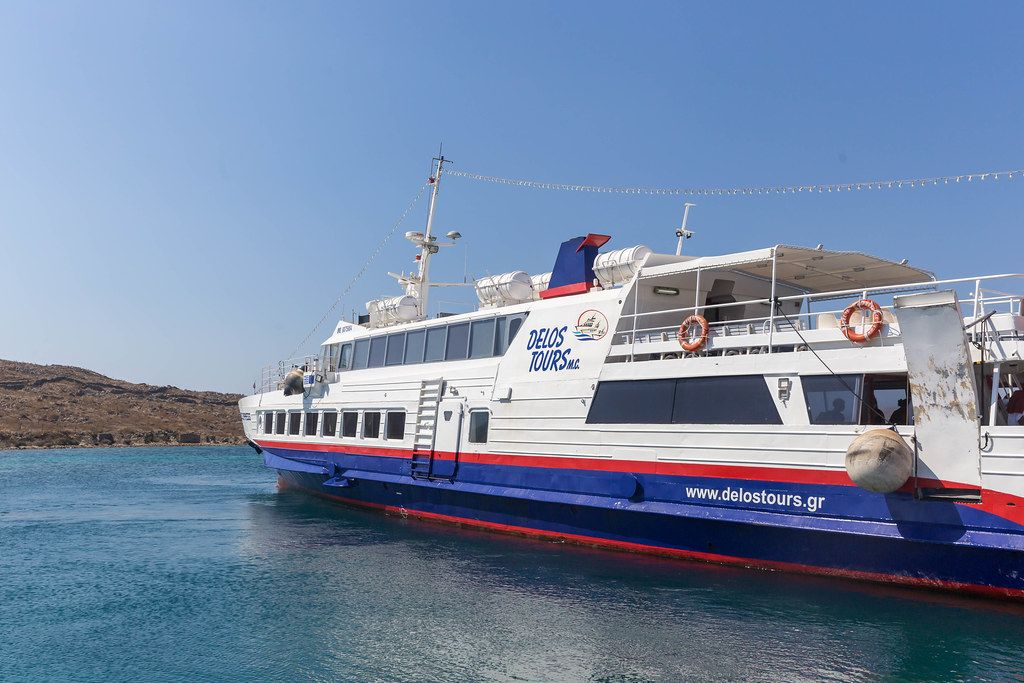 Ein Boot von Delos Tours, die die Fahrten zwischen Mykonos und Delos leistet