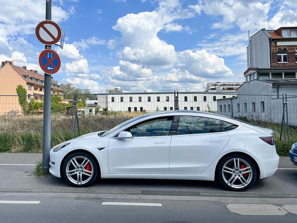 Einparken mit Tesla Model 3
