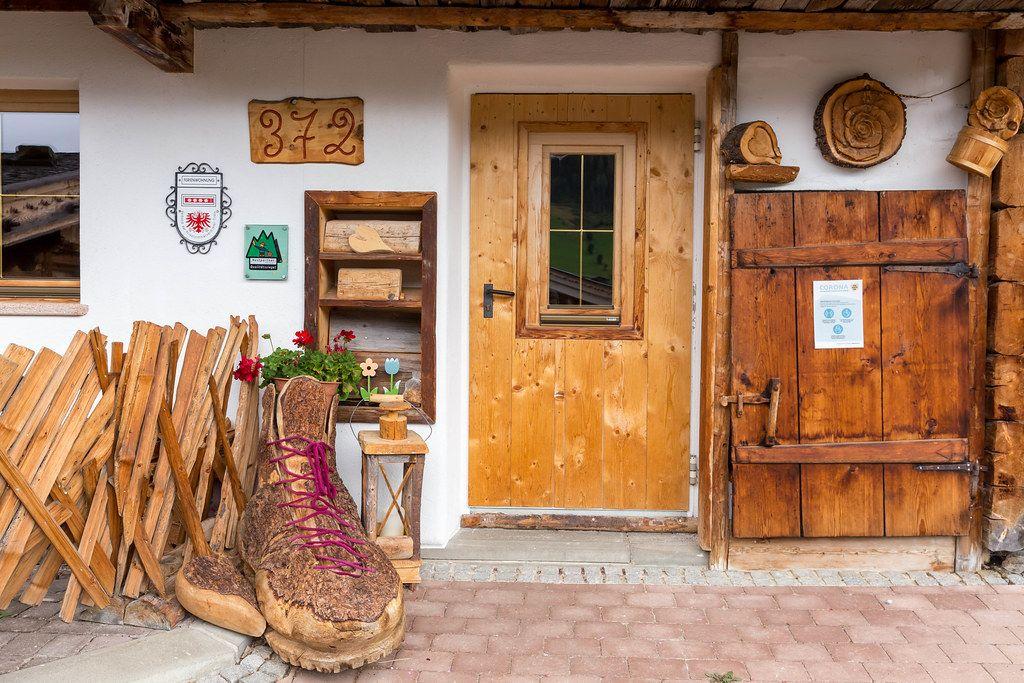 Ferienhaus mit Holzdekor in Alpbach in Tirol, Österreich