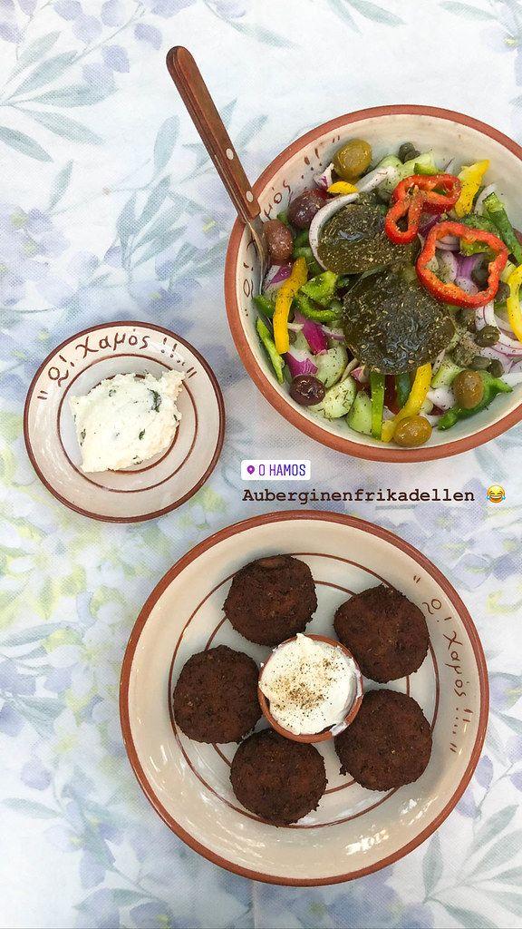Foodstagram von griechischem Essen: Auberginenfrikadellen mit Dip, bunter Salat und Pistazieneis aus der O! Hamos! Tavern in Milos