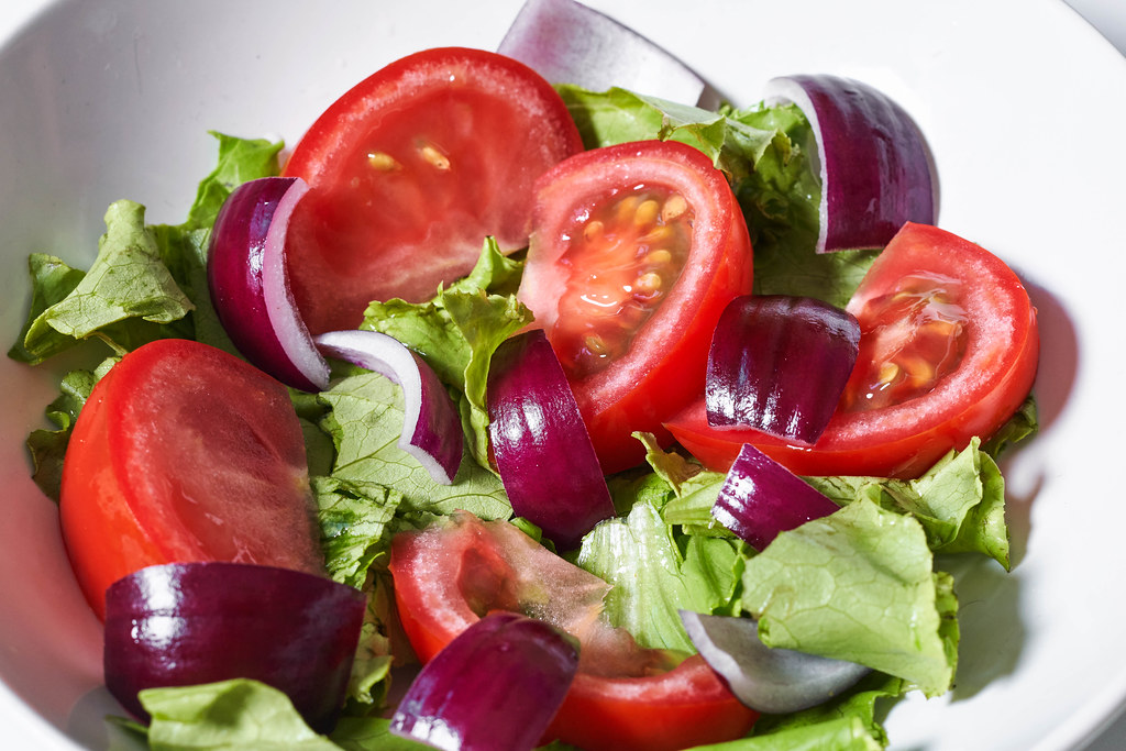 Fresh vegetable salad with tomato, lettuce and red onion