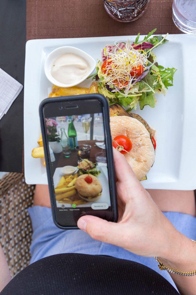 Gast des Q11 Restaurants in Pollença, Mallorca, postet ein Foto eines Veggie-Burgers auf Instagram