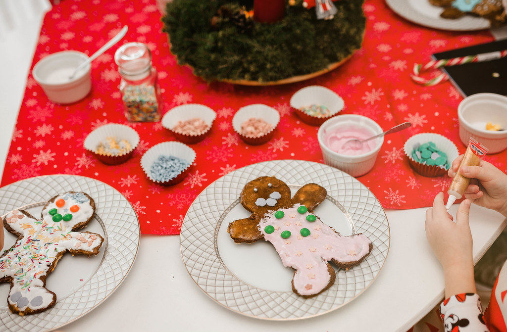 GingerBread Baking And Decorating Christmas