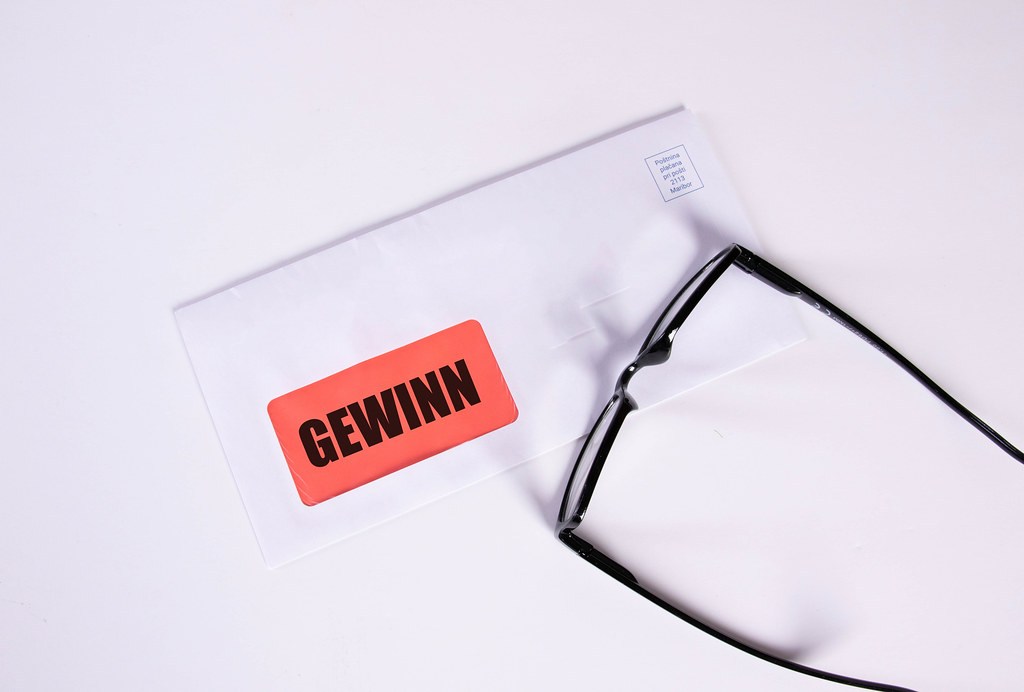 Glasses and envelope with Gewinn text