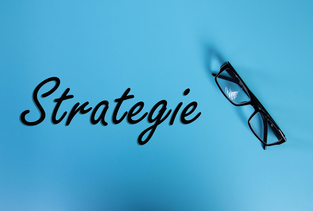 Glasses with Strategie text on blue background
