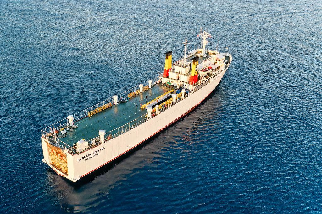 Griechischer Frachter Kapetan Christos im südlichen Ägäischen Meer. Luftaufnahme