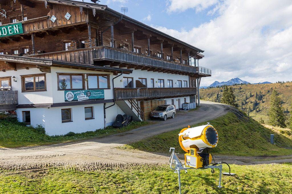 Großes Restaurant in den Bergen: Berggasthof Hornboden / Gnah Alm (Alpbach, Tirol)