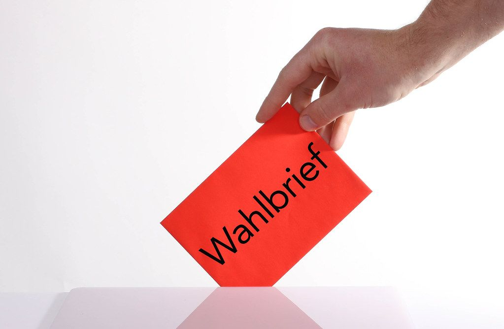 Hand holding envelope with Wahlbrief text