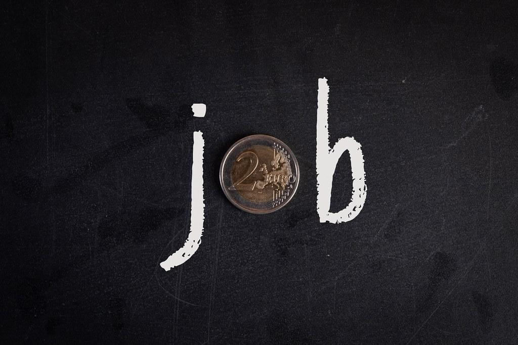 Job text with 2 Euro coin