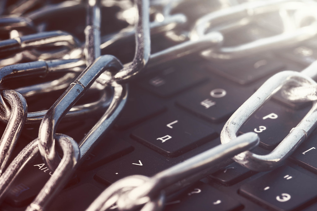 Keyboard secured with chain