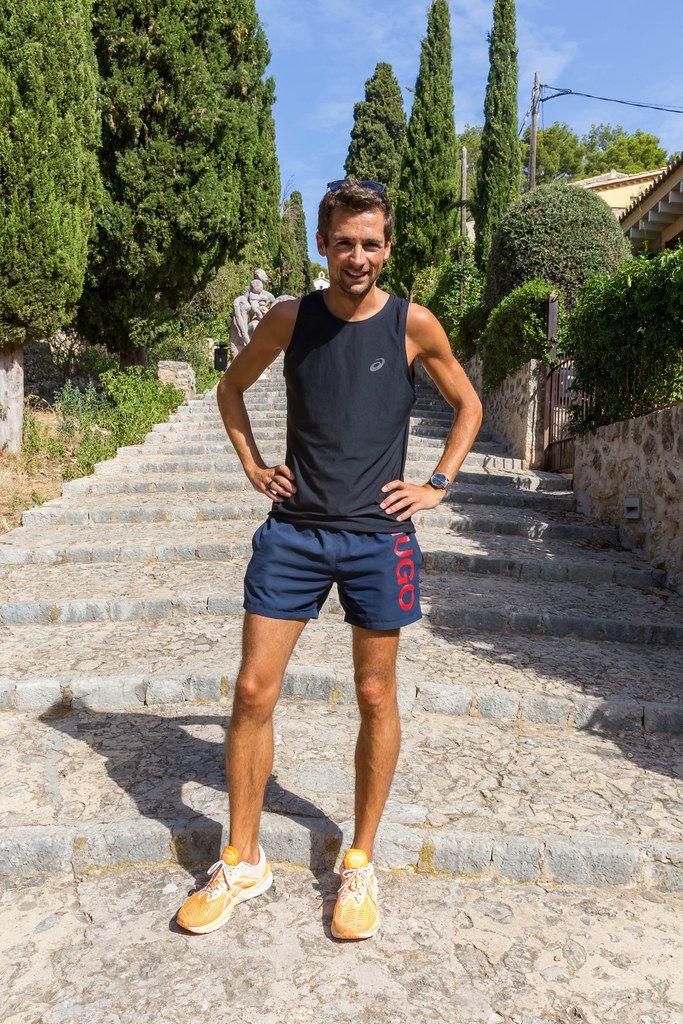 Laufen im Urlaub auf Mallorca. Sich fit halten und die berühmten 365 Stufen in Pollença hochlaufen