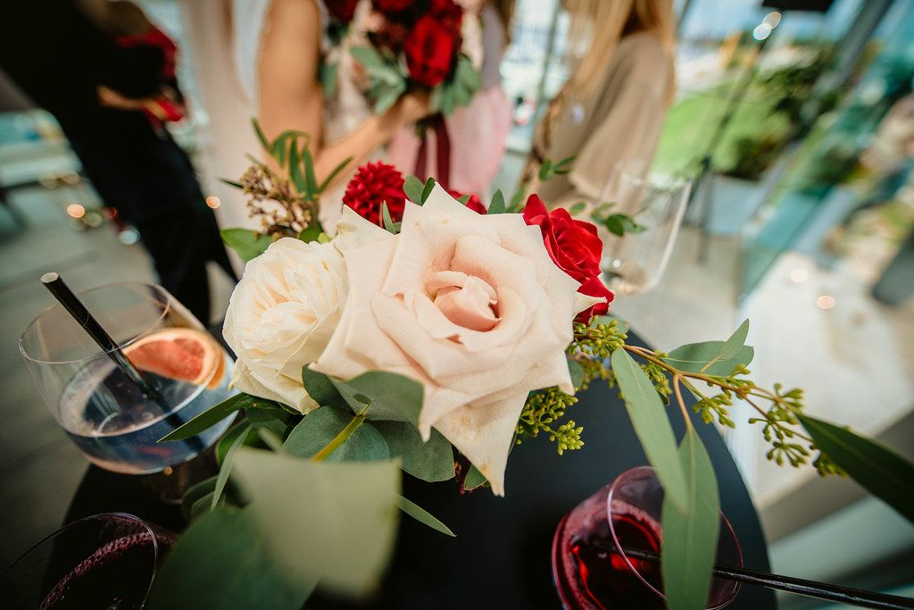 Luxury Wedding Roses Decor With Cocktails