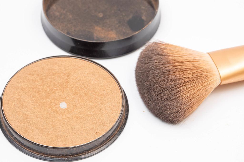 Makeup Brush with skin color Powder