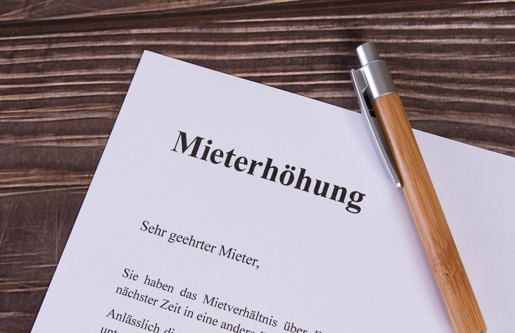 Mieterhöhung document with pen on wooden table