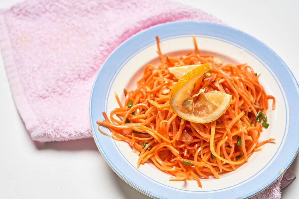 Morkovcha - Tasty russian carrot-based salad with a lemon slice
