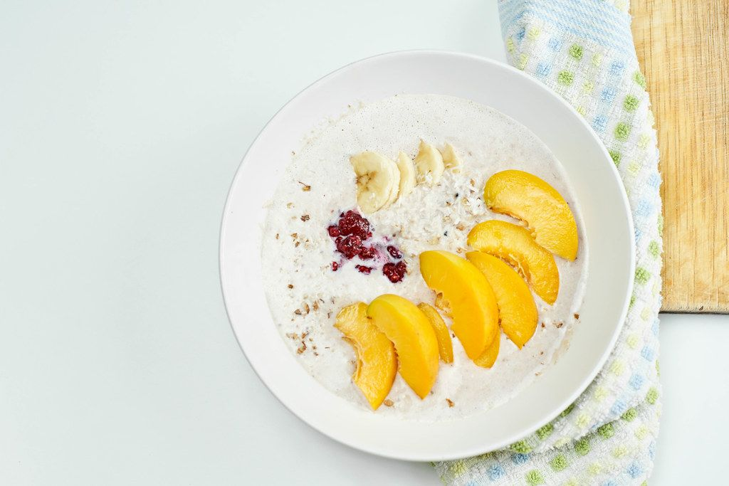 Oatmeal with banana and peach slices
