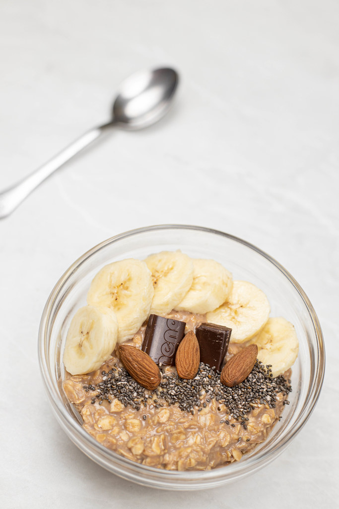 Oatmeal with Bananas Chocolate and Chia