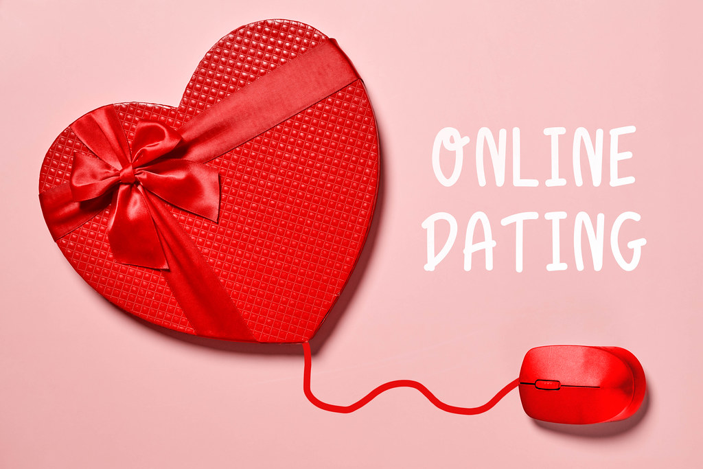 Online dating - sending online gifts to lover