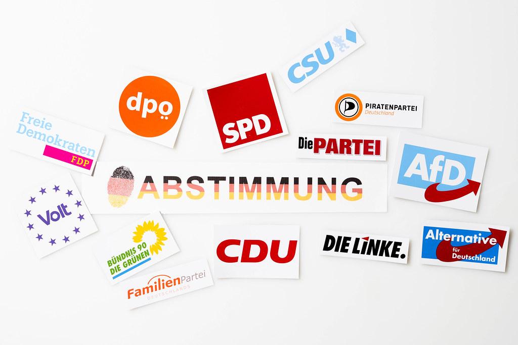 """Parteilogos in Deutschland für die Bundestagswahl 2021: Symbole und Schrift """"Abstimmung"""""""