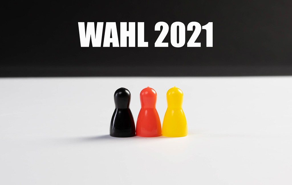 Pawn figurines with Wahl 2021 text
