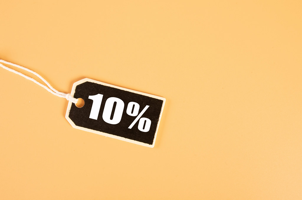 Price tag with 10% text on orange background
