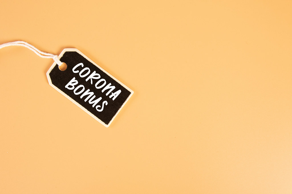 Price tag with Corona Bonus text on orange background
