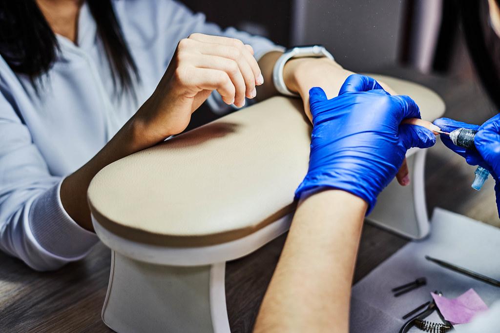 Procedure applying artificial fingernails