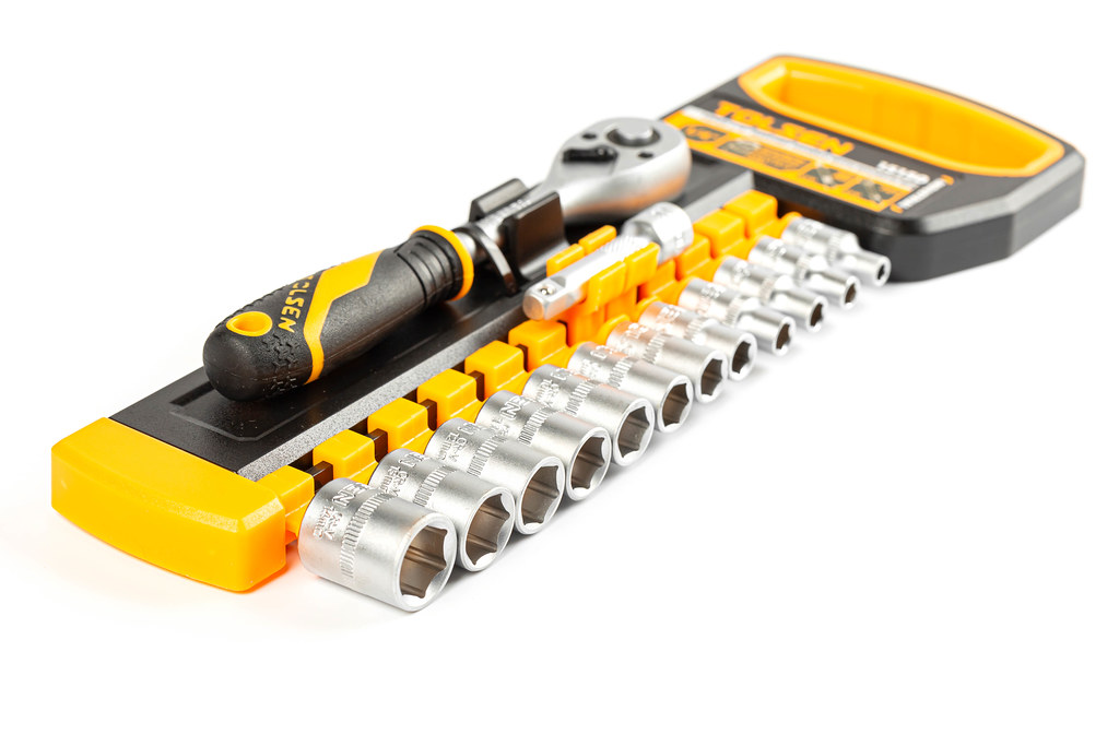 Ratchet wrench and socket set