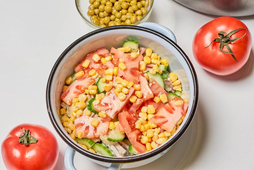 Raw vegetables based salad