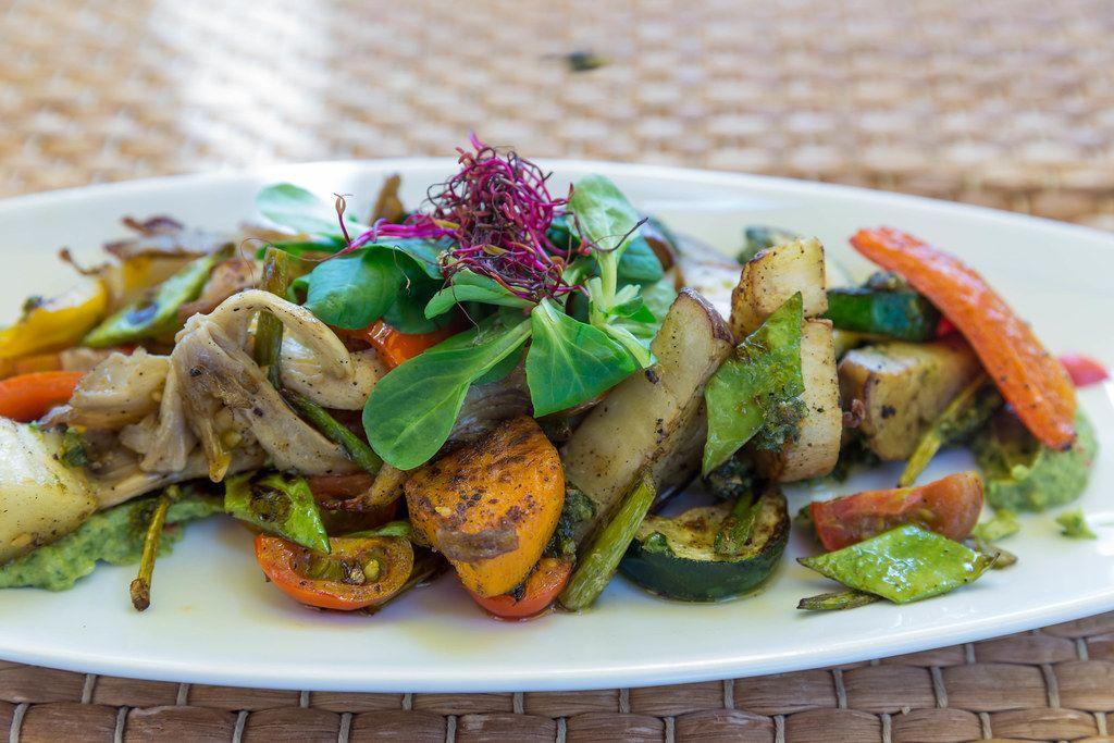 Restaurant Agapanto, Puerto de Sóller: gegrilltes Sommergemüse, frische Pilze und Avocadocreme