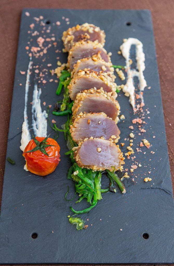 Restaurant Q11, Pollença. Roter Thunfisch in Mandelkruste auf japanischer Tataki-Art