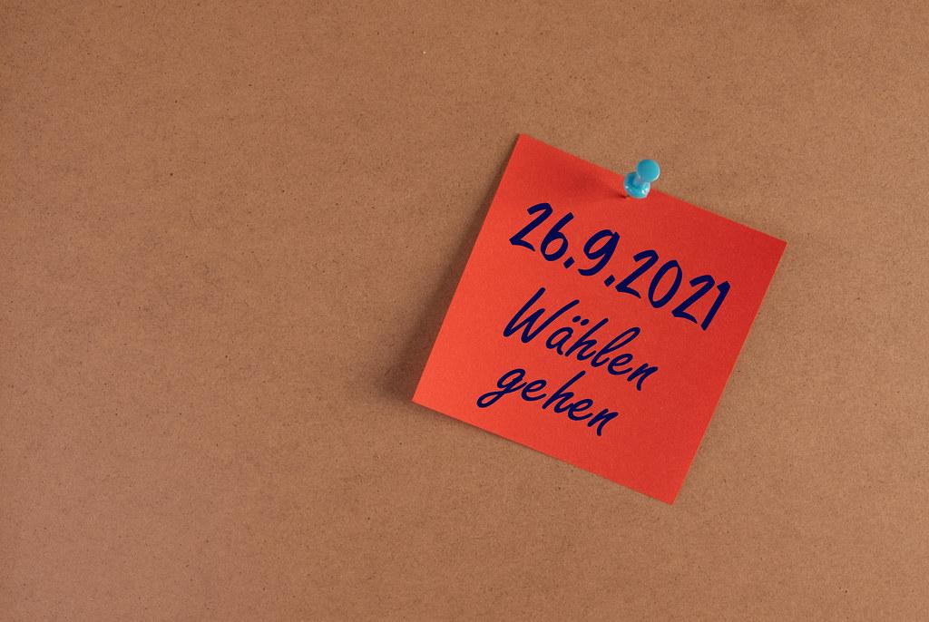 Rot Hafnotiz mit 26.9.2021 Wählen gehen text