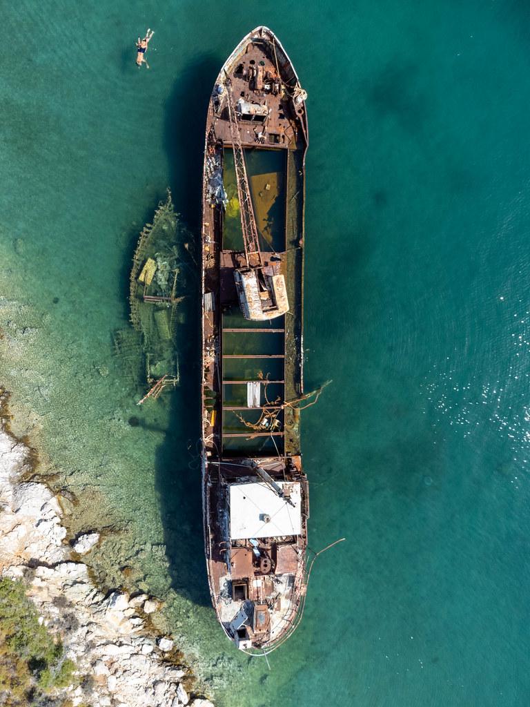 Schiffswrack von oben fotografier: Luftbild