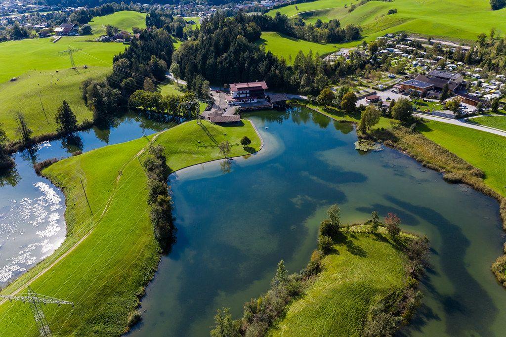 Seen Camping Stadlerhof: Campingplatz am Krummsee bei Kramsach. Luftbild
