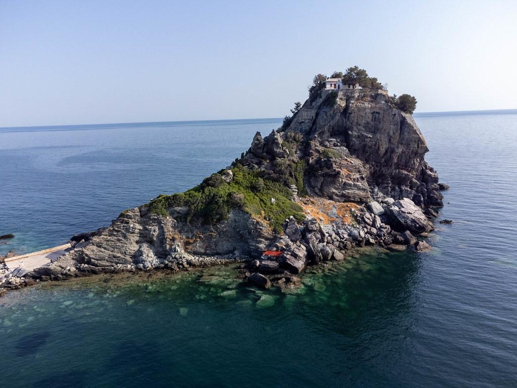 Sehenswertes auf Skopelos, Griechenland: Kirche und Kloster Agios Ioannis 100 Meter über dem Meer
