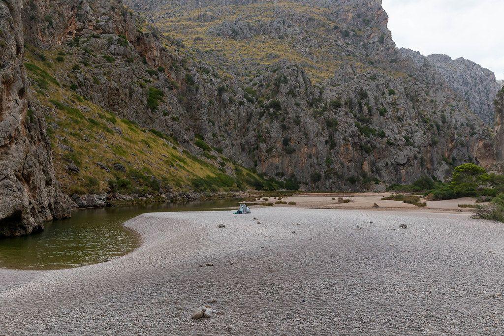 Serra de Tramuntana (Mallorca): die Felsenschlucht mit dem Flussbett vom Sturzbach Torrent de Pareis