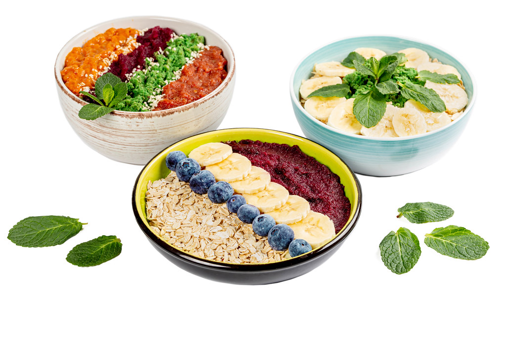 Set healthy breakfasts, different options for serving oatmeal with fruits, berries and mint