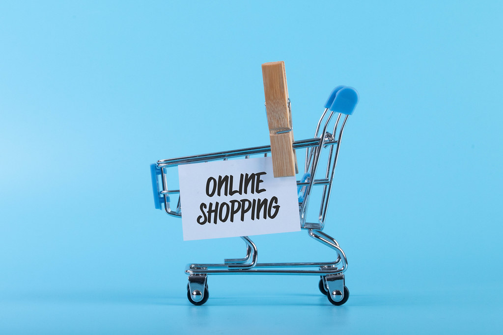 Shopping cart with a note with Online Shopping text