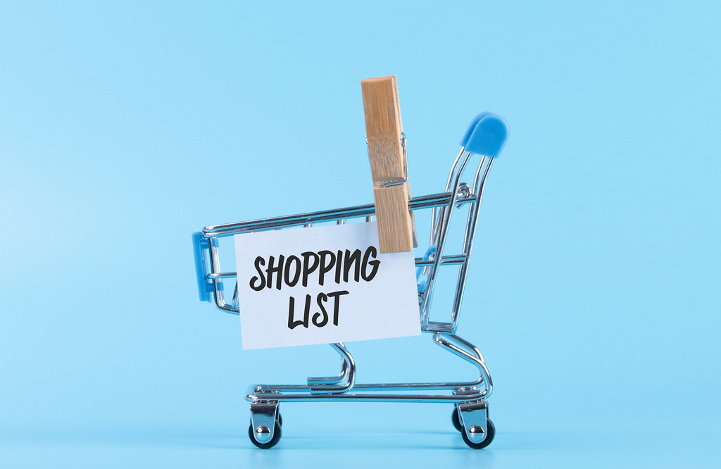 Shopping cart with a note with Shopping List text